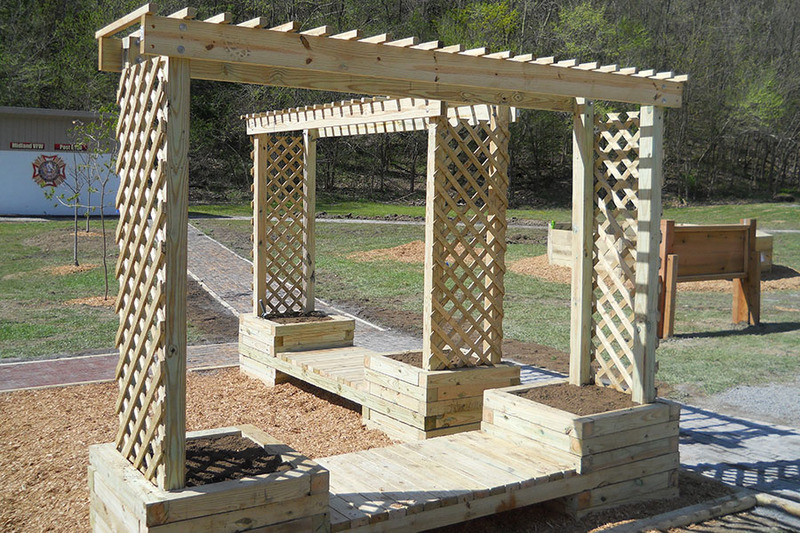 Trellis planter bench