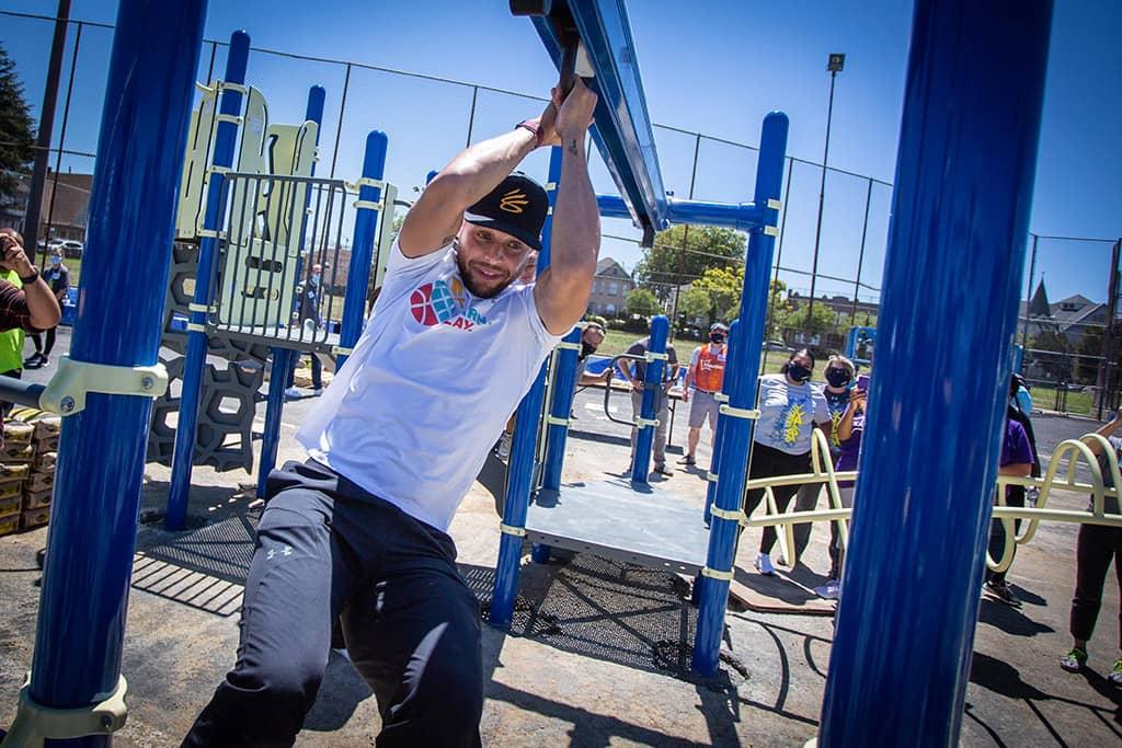 Stephen Curry tests the new playground zipline